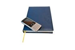 Cahier avec le mobilophone Image stock