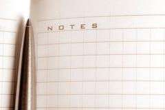 Cahier avec un crayon lecteur Photographie stock
