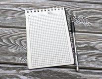 Cahier avec un crayon lecteur Images libres de droits