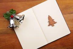 Cahier blanc avec Noël Bell Photographie stock