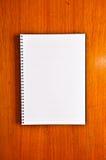 Cahier blanc blanc Photo libre de droits