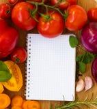 Cahier blanc pour des recettes Photos stock