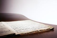 Cahier de musique sur le piano Images stock