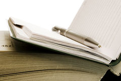Cahier et crayon lecteur photos stock