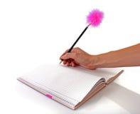 Cahier et crayon lecteur pelucheux photographie stock libre de droits