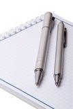 Cahier et crayons lecteurs Images stock