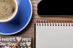 Cahier et cuvette de café Photographie stock