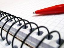 Cahier et plan rapproché de crayon lecteur Photo stock