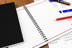 Cahier pour des notes sur la table Photographie stock libre de droits