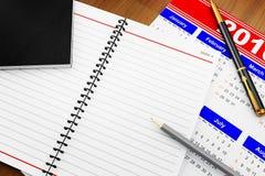 Cahier pour des notes sur la table Photos libres de droits