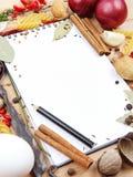 Cahier pour des recettes et des épices Images libres de droits