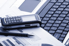Cahier, téléphone, technologie d'affaires images libres de droits
