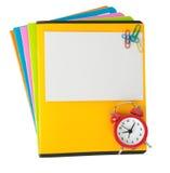 Cahiers colorés avec la carte et le réveil vides Photo stock