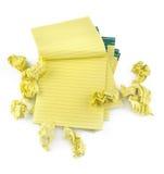 Cahiers de papier rayés et papier chiffonné Photos stock