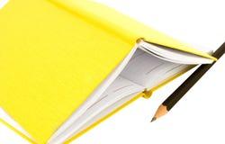 Cahiers et crayon Images libres de droits