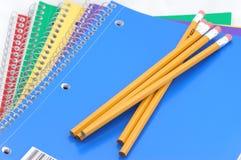 Cahiers et crayons Photo libre de droits