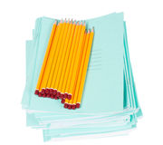 Cahiers et crayons de Scholl Image stock