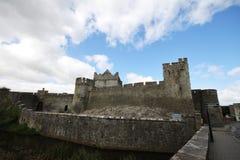 Cahir城堡和它的大墙壁在爱尔兰 库存图片