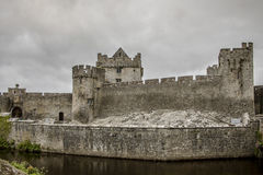 Cahir Castle - 1361. Once the stronghold of the powerful Butler family, the castle retains its impressive keep, tower and much of its original defensive Stock Image