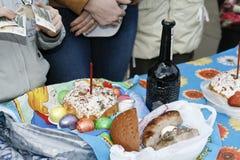 Cahors van de paaseicake wijn en kaarsen Royalty-vrije Stock Afbeeldingen