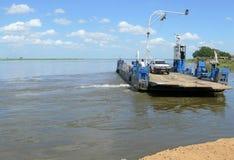 CAIA MOZAMBIK, GRUDZIEŃ, - 8, 2008: zambezi rzeka. Żeglować Zdjęcia Stock