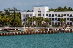 Caiaque e veleiros na construção do porto Imagem de Stock