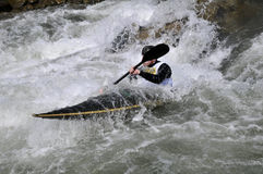 Caiaque nos rapids Fotografia de Stock Royalty Free