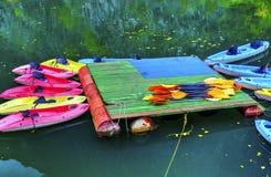 Caiaque para o aluguel no rio Imagens de Stock