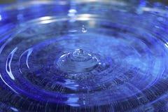 Caiga caer en el agua Fotografía de archivo libre de regalías
