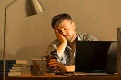 Caiga dormido mientras que trabaja imágenes de archivo libres de regalías