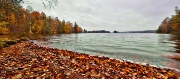 """Caiga por el lago del rr del """"de à en Suecia Imágenes de archivo libres de regalías"""