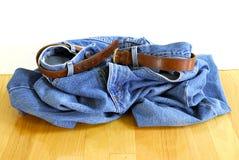 Caiga sus pantalones vaqueros Imagen de archivo