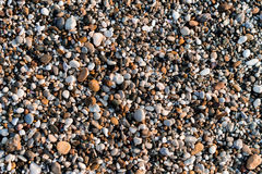 Cailloux multicolores sur la plage Images libres de droits