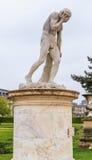 Cain który zabił jego brata Abel, Rzeźba w parku Tuileries paris obraz stock