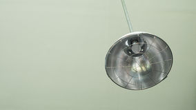 Cair da lâmpada do vintage no teto Imagem de Stock
