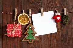 Cair dos objetos do Natal em uma corda Imagens de Stock