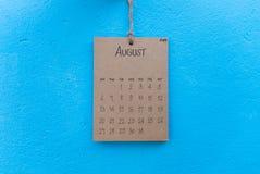 Cair feito a mão do calendário 2017 do vintage na parede azul Fotografia de Stock Royalty Free