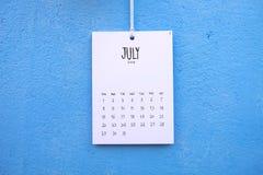 Cair feito a mão do calendário 2018 do vintage na parede Imagens de Stock