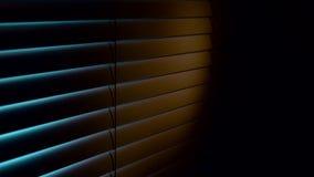 Cair horizontal do jalousie e quando abrem veem a luz azul Fundo preto vídeos de arquivo