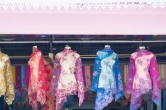 Cair indonésio da roupa no fantoche para a venda Foto de Stock