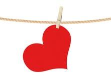 Cair vermelho do coração no clothespin isolado no branco Imagens de Stock Royalty Free