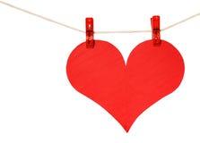 Cair vermelho do coração no clothespin isolado no branco Imagem de Stock Royalty Free