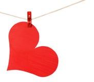 Cair vermelho do coração no clothespin isolado no branco Fotografia de Stock Royalty Free