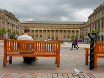 Caird Hall from Dundee. Man on a bench in front of a stylish concert hall auditorium in the Scottish city of Dundee Stock Photos