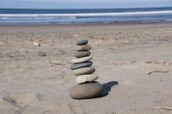 Cairn de plage Photographie stock libre de droits