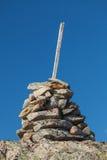 Cairn di pietra come segnale ottico Fotografia Stock
