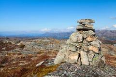 Cairn di pietra del granito come segnale ottico Fotografie Stock