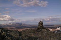 Cairn di pietra su una montagna Immagine Stock