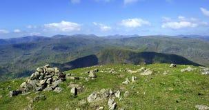 Cairn en pierre sur le sommet Photographie stock libre de droits
