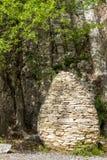Cairn formé par oeuf en Clue de Barles canyon de rivière de Bes près des bains de les de Digne photographie stock